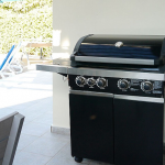 Quick and easy family-sized gas barbecue